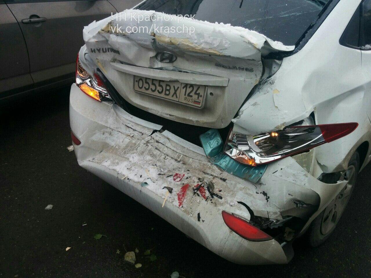 ВКрасноярске неподелили перекресток грузовой автомобиль идве иномарки