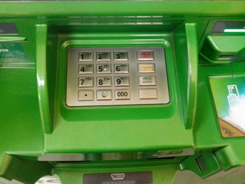 Укравшие практически 2 млн руб. взломщики банкомата попались через год