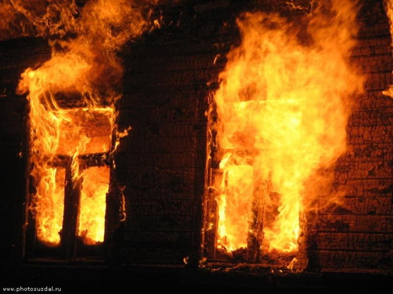 Пара погибла вгорящем доме наглазах сына
