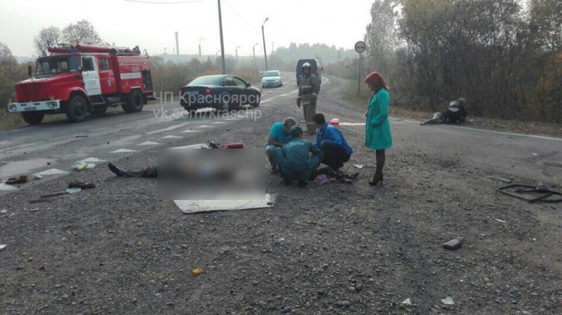 Под красноярском опрокинулся автомобиль ссемьей. шофёр умер