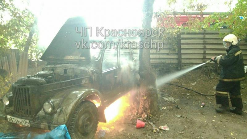 ВКрасноярске дети сожгли ретро-автомобиль