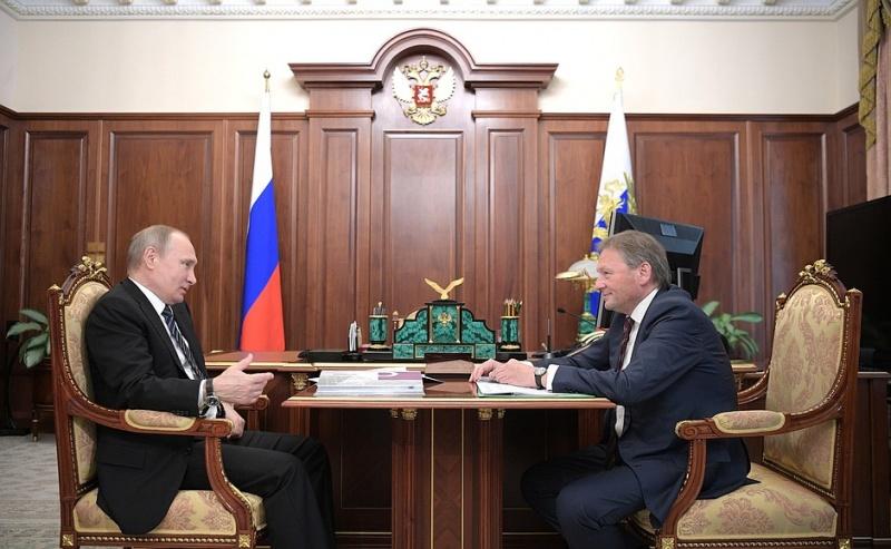 Путину поведали осложностях сноса торговых павильонов вКрасноярске