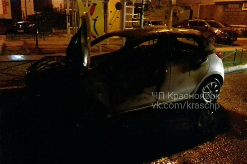 Налевобережье Красноярска сгорела «Мазда»