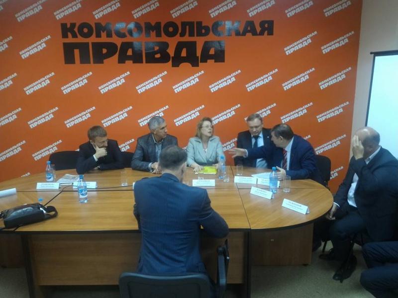 ВКрасноярске лидеры 9 партий потребовали отставки Толоконского иБочарова