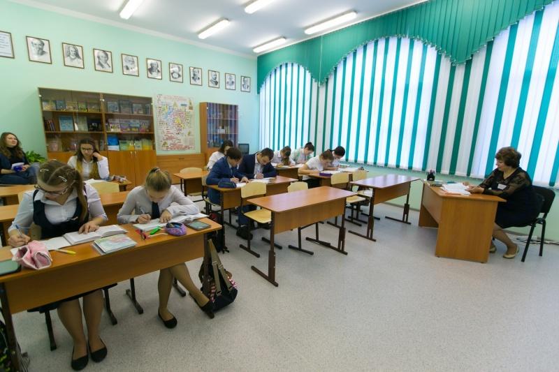 Губернатор Виктор Толоконский открыл новейшую школу впоселке Мана