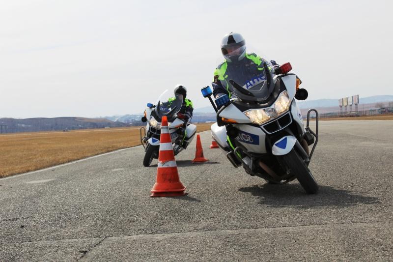 Полицейские намотоциклах БМВ  показали видео первой тренировки
