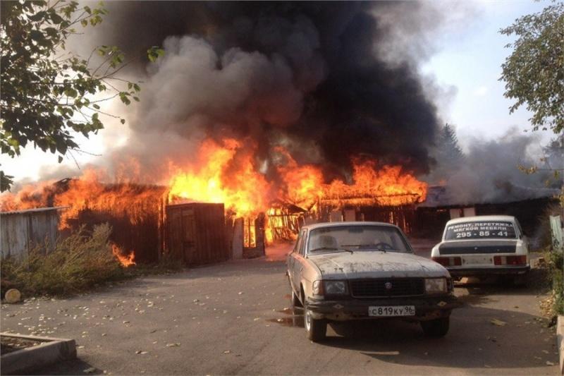 Наулице Шахтеров вКрасноярске произошел сильный пожар