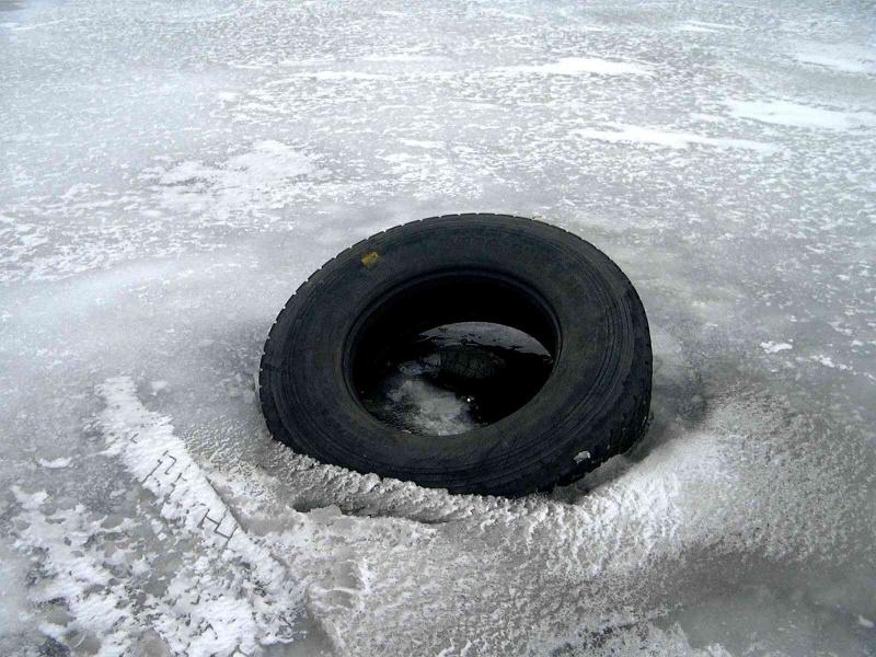 Машина слюдьми ушла под лед вКрасноярском крае