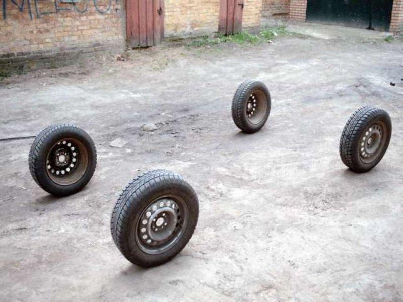 В Кимрском районе трое жителей Дубны «разули» автомобиль – возбуждено уголовное дело
