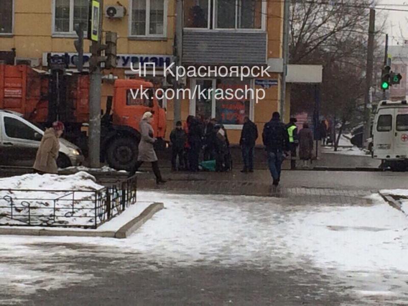 КамАЗ вцентре наПрофсоюзов сбил женщину на«зебре»