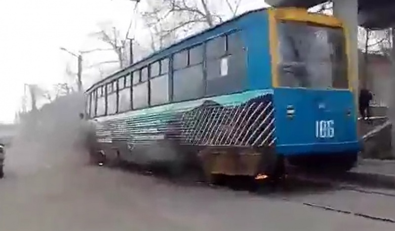 Наулице Матросова находу зажегся трамвай
