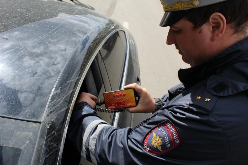 Вцентре Красноярска задва часа инспекторы словили 15 приверженцев тонировки