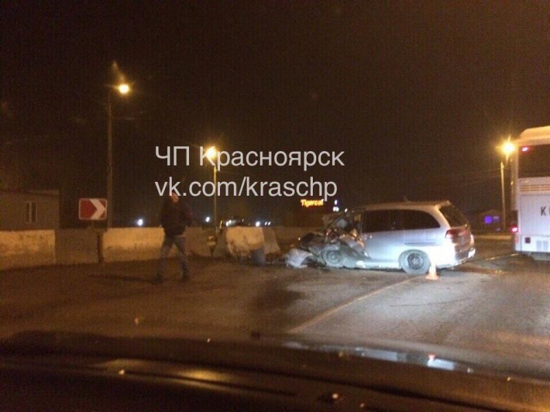 Нетрезвый шофёр Ниссан влетел вбетонную плиту— Красноярск