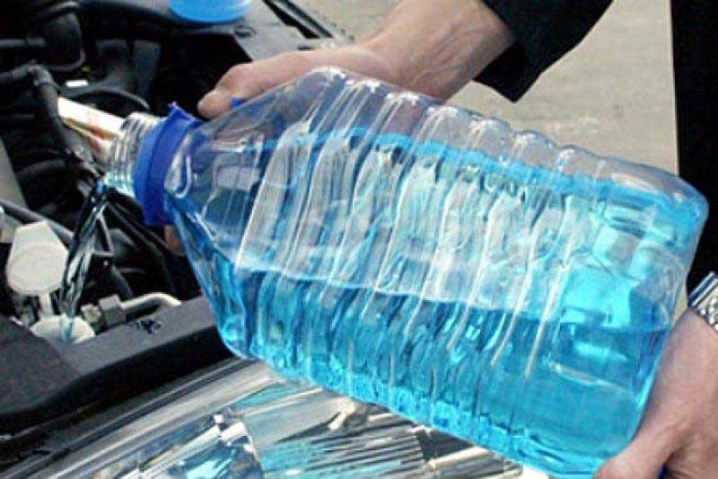 «Может вызвать острые отравления»: любителям автомобилей поведали, как выбрать «незамерзайку»