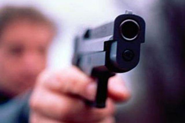 Вооруженные пистолетом супруги отобрали украсноярца талоны набензин