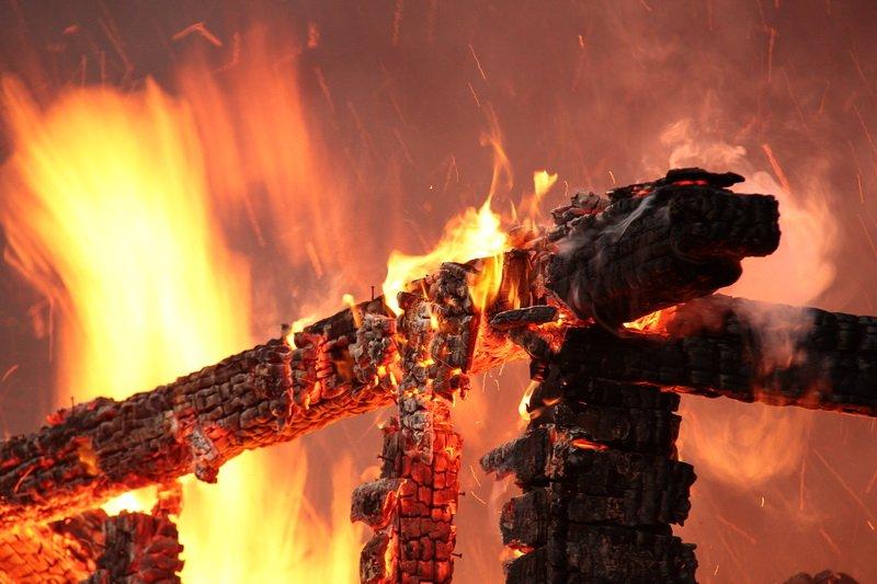 ВКрасноярском крае впожаре ввагончике погибли двое мужчин