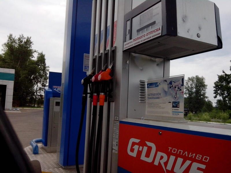 Накрасноярских заправках вновь увеличились цены набензин