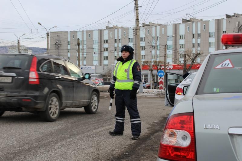 Красноярск: ребенок зарулём папиного авто попал вДТП