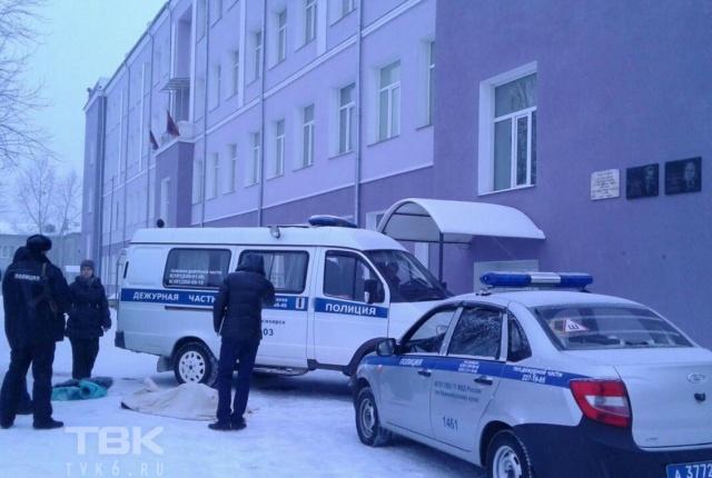 ВКрасноярске около школы отыскали тело погибшей молодой женщины