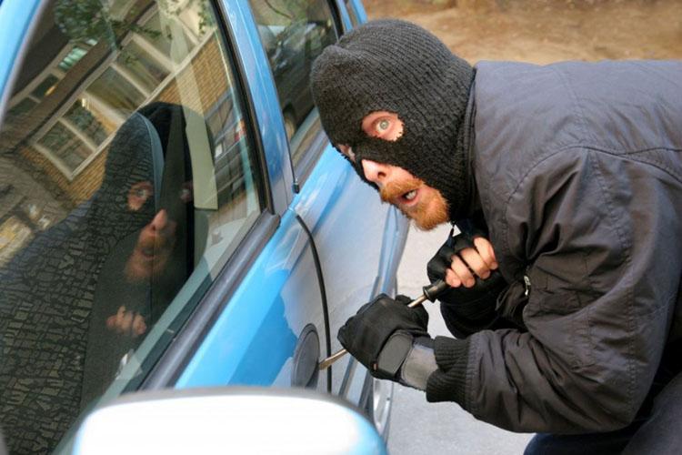ВКрасноярске двое мужчин угнали 14 иномарок при помощи код-грабберов