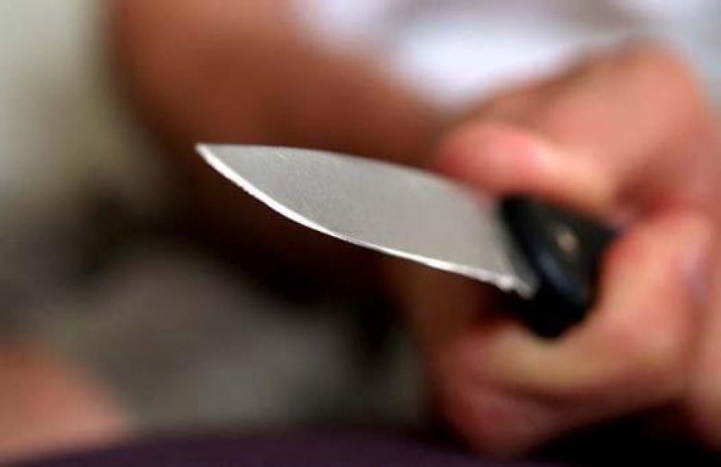 Знакомый заставлял мужчину брать микрозаймы ипод угрозой ножа забирал деньги