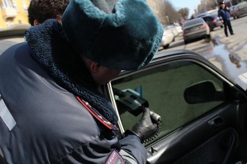 Красноярец отсидит 5 дней заотказ снять тонировку