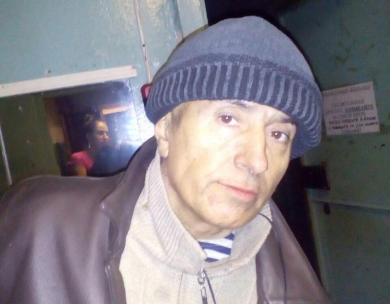 Потерявшего память мужчину отыскали вкрасноярских гаражах