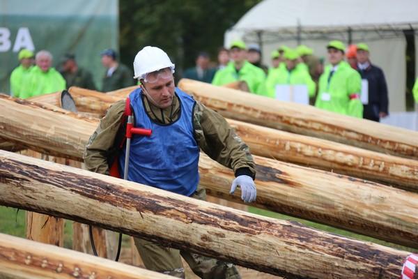 Югорчанин вступил вборьбу затитул «лучшего лесного пожарного»