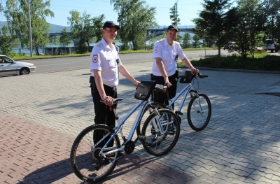 Полицейских навелосипедах пустили патрулировать набережную и о. Татышев