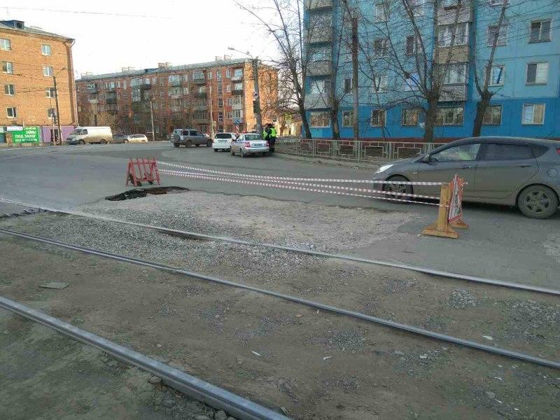 НаМичурина вКрасноярске образовался провал: проезд ограничен