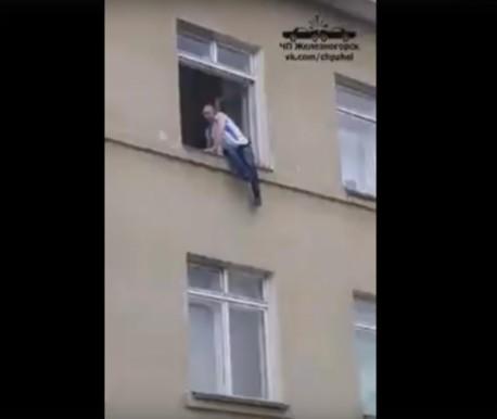 ВЖелезногорске местный гражданин прибежал вшколу спасаться «оттеррористов»