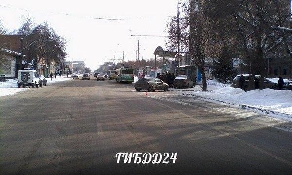 Вцентре Красноярска наостановке сбили женщину