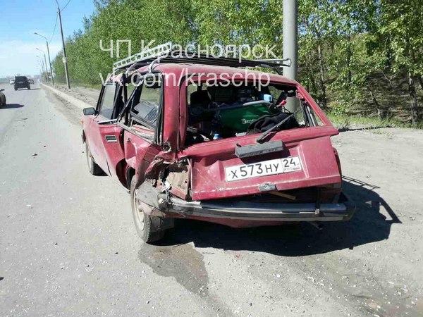 ВКрасноярске ВАЗ влетел встолб: шофёр в клинике, пассажир умер