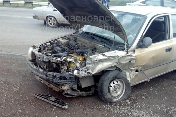 ВКрасноярске шофёр сбил девочку 10 лет водворе дома иуехал