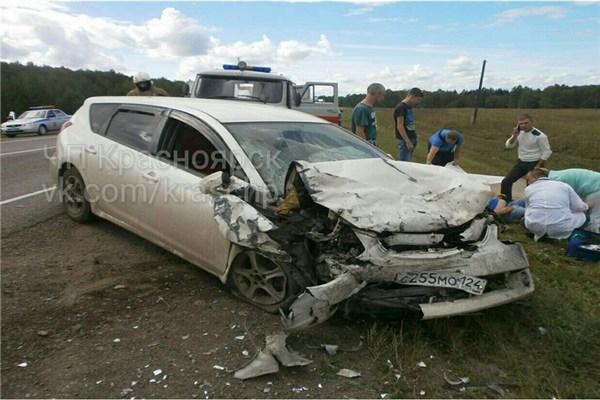 При попытке опередить фургон пообочине «Тойоту» вынесло на«встречку»: пострадали трое