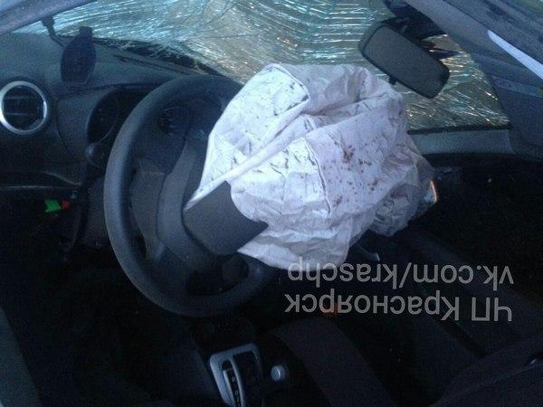 ВКрасноярске перевернулась изагорелась машины, шофёр вылетел через боковое стекло