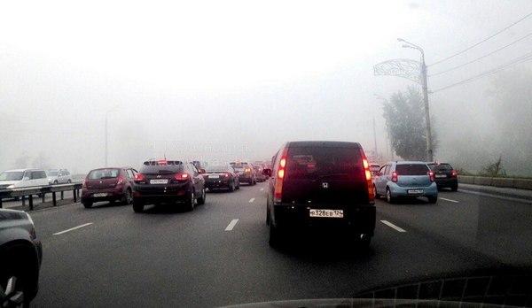 ВКрасноярске наОктябрьском мосту из-за серьезного ДТП заблокировано движение