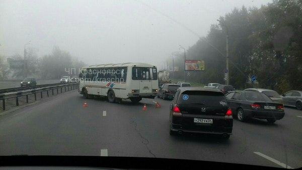 Авария наОктябрьском мосту перекрыла две полосы движения