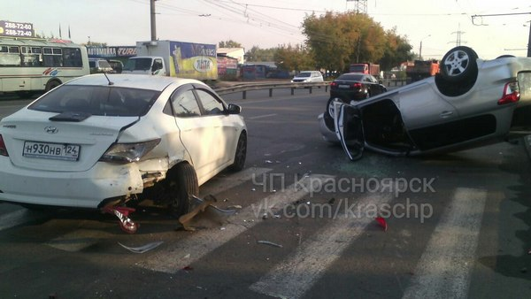 Протаранив Хендай, нетрезвый шофёр Тойота перевернулся— Красноярск