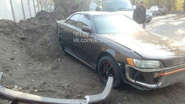 ВКрасноярске нетрезвый шофёр иномарки протаранил авто иперевернулся