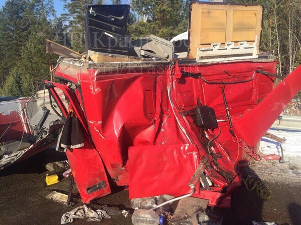 Фура вылетела на«встречку»: кабину водителя разорвало начасти