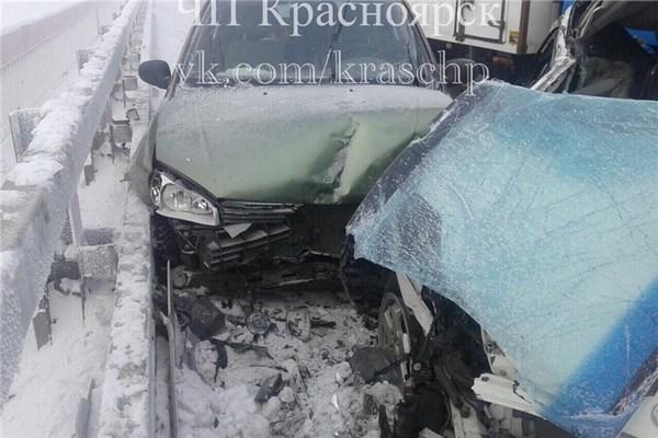 На «путинском» мосту вКрасноярске столкнулись 10 машин